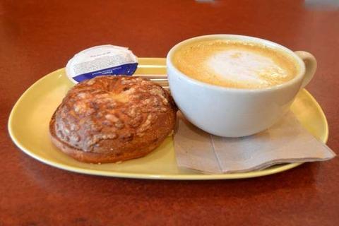 朝食は「パン」か「ごはん」かで世代がわかる?若者の6割が選ぶのは…