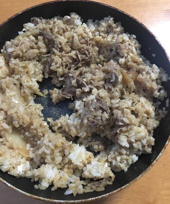 【悲報】牛丼で炒飯作ったけどクソ不味かった...