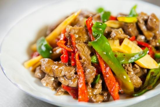 【悲報】チンジャオロースさん、中華料理で最も美味いのに流行らない…