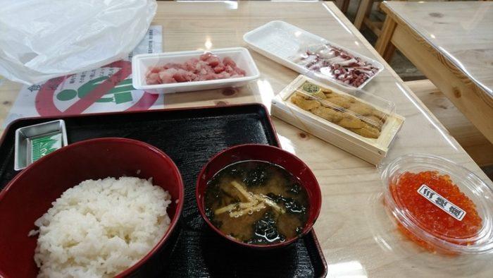 【画像あり】海鮮丼作るンゴw