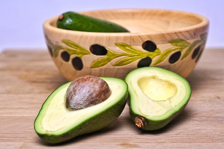 何かアボカドが一般野菜化してるけどあれ美味しいと思って食べてる人本当にいるの?