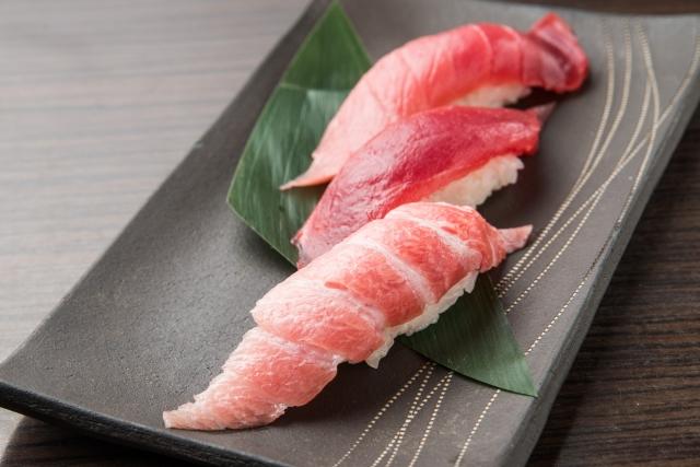 自称グルメ「寿司の醤油はネタだけにつけろ、白いシャリが汚れるのは粋じゃない」