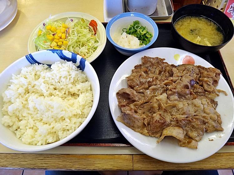 【画像】松屋の牛焼肉定食(890円)wwwwwwwwwwwwwwwwwwwwwwwwww