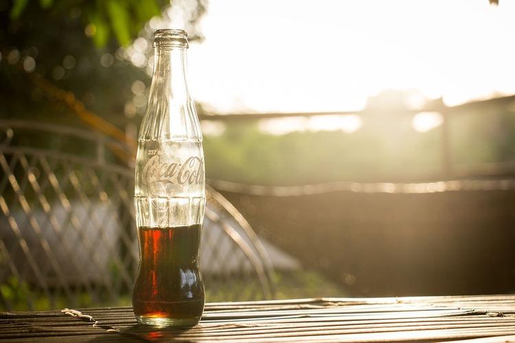 コーラやジュースの販売される前の時代的の人は何を飲んでたんだ
