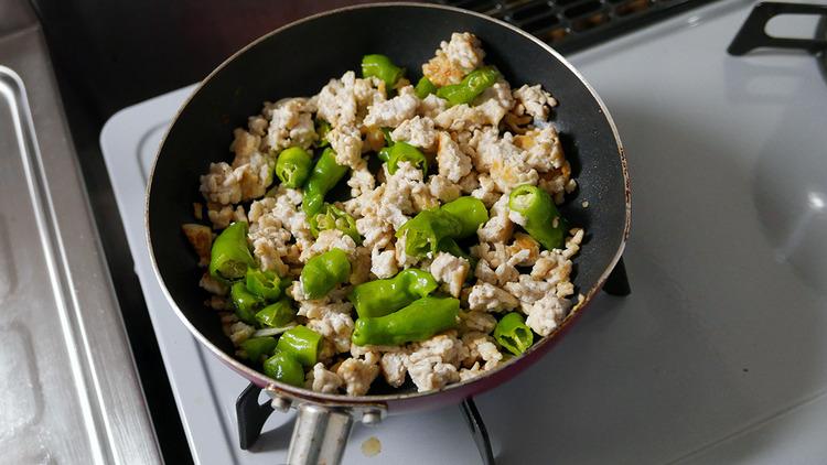 【画像】 ワイの適当に作った料理を評価してくれ