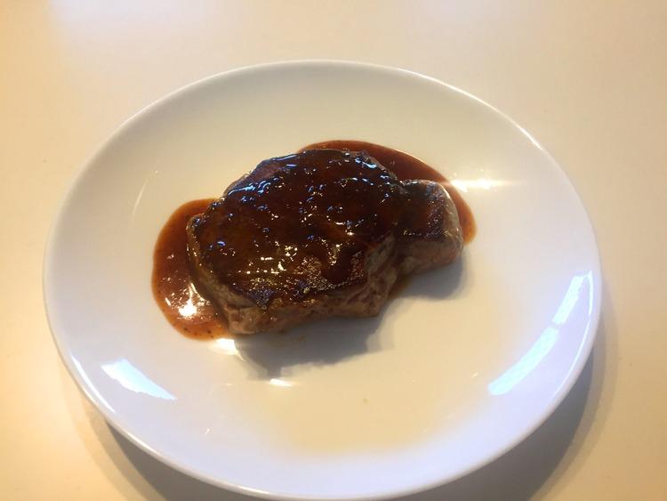 【画像】ワオの焼いたステーキ見てや