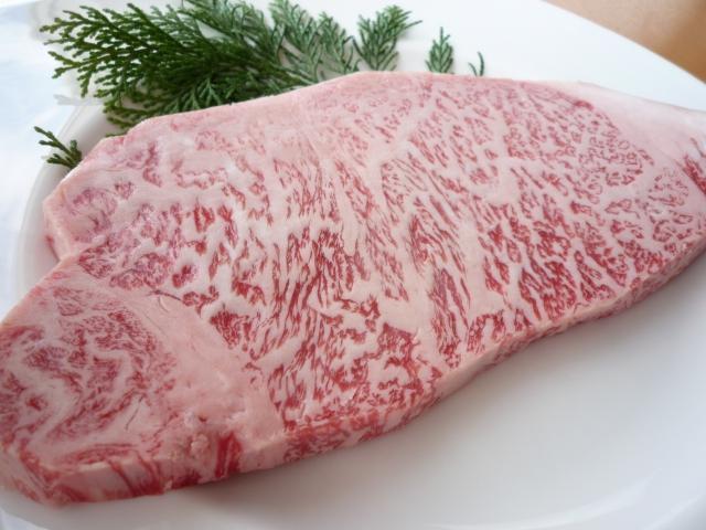 【朗報】安倍首相、和牛を食べ「ジューシーでおいしい。柔らかい」
