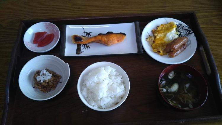 【画像】朝定食作ったんやけどどうや?