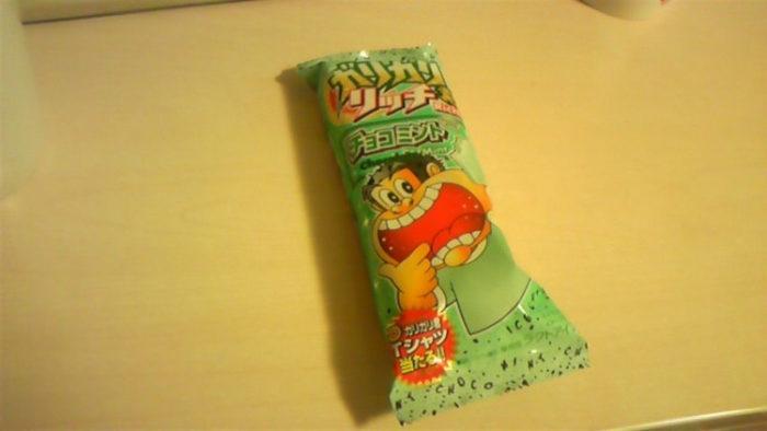 ワイ、ガリガリ君チョコミントを食べる