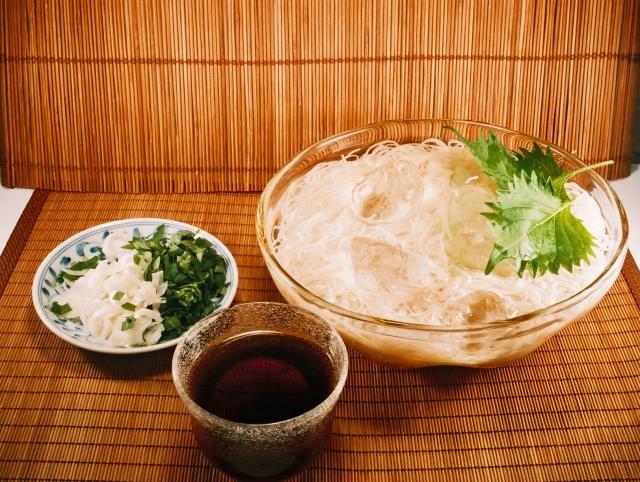 麺類の中で素麺ほど不思議な存在の食べ物無くない?