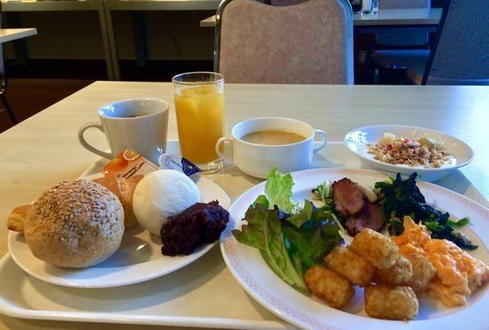 ビジネスホテルの朝食バイキングってテンション上がるよなwwwww
