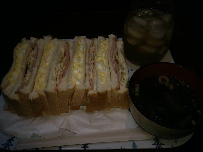 【画像】具たくさんサンドイッチ作ったw w w w w w w w w w