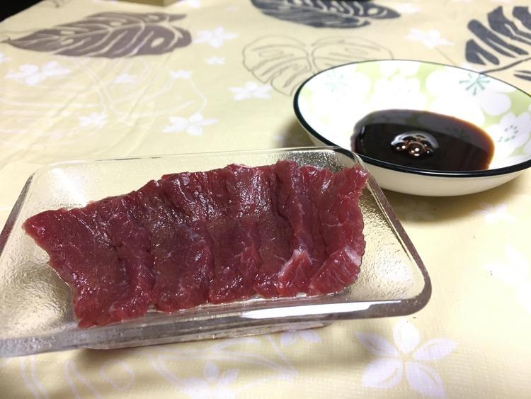 【朗報】ワイ人生で初めて馬刺しを食す