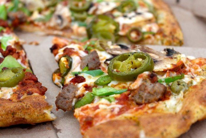 ピザとパスタ以外にタバスコかける料理