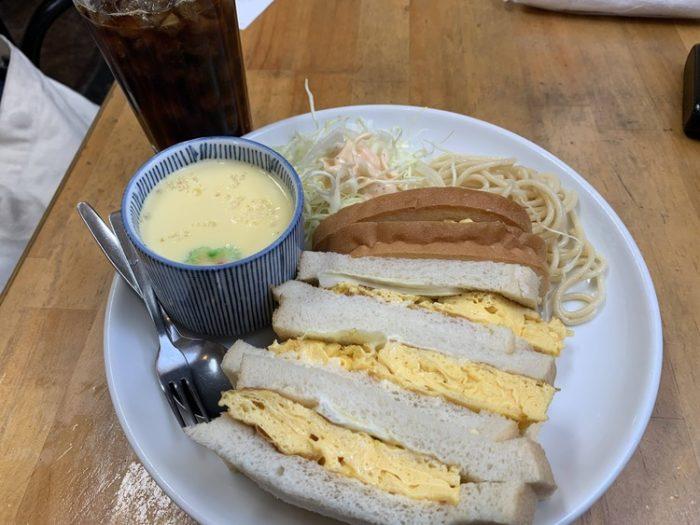 【画像】名古屋の喫茶店ヤバすぎワロタwww