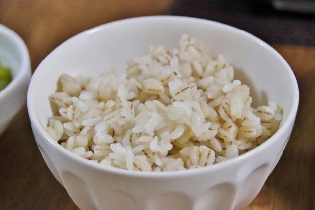 【朗報】ワイデブ、麦飯を食って痩せる
