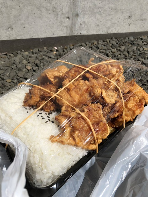 【画像】土木作業ボクの食べた唐揚げ弁当550円wwwww