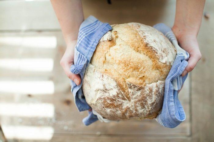 ヨーロッパ人って毎日、自宅でパン作るの?