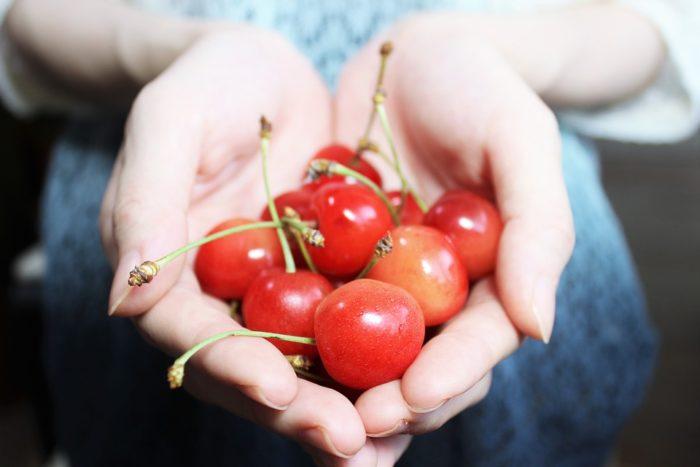 さくらんぼとかいう、マズくはないけど特別美味くもない果物