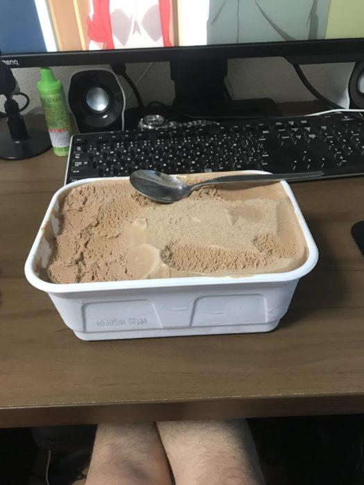 【画像】こういうバケツアイスの味の薄さwwwwwwwwwwwww