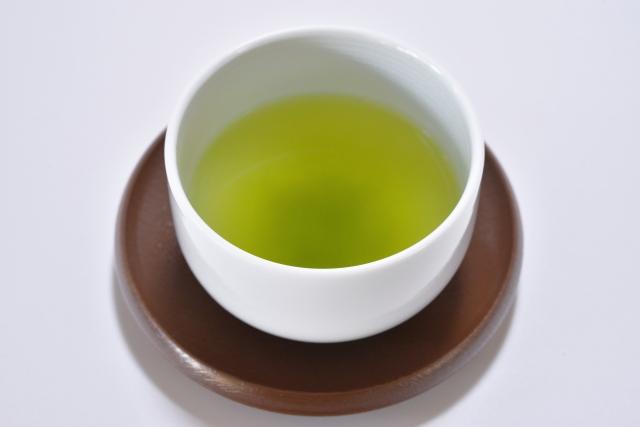 なんで緑茶に砂糖入れるのって一般的じゃないんや?