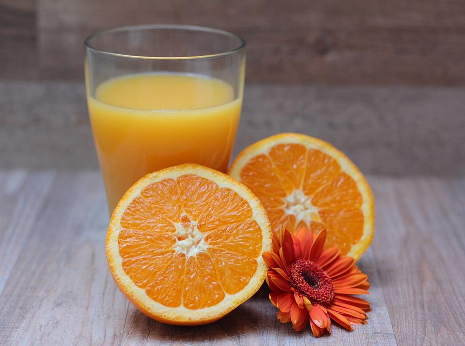 ワイ「この果汁100%オレンジジュース美味ぇ!」濃縮還元おじさん「それ濃縮還元だよ(ボソッ」