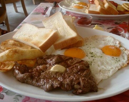 (´・ω・`)これは平均的なアメリカ人の朝食らしい ※画像