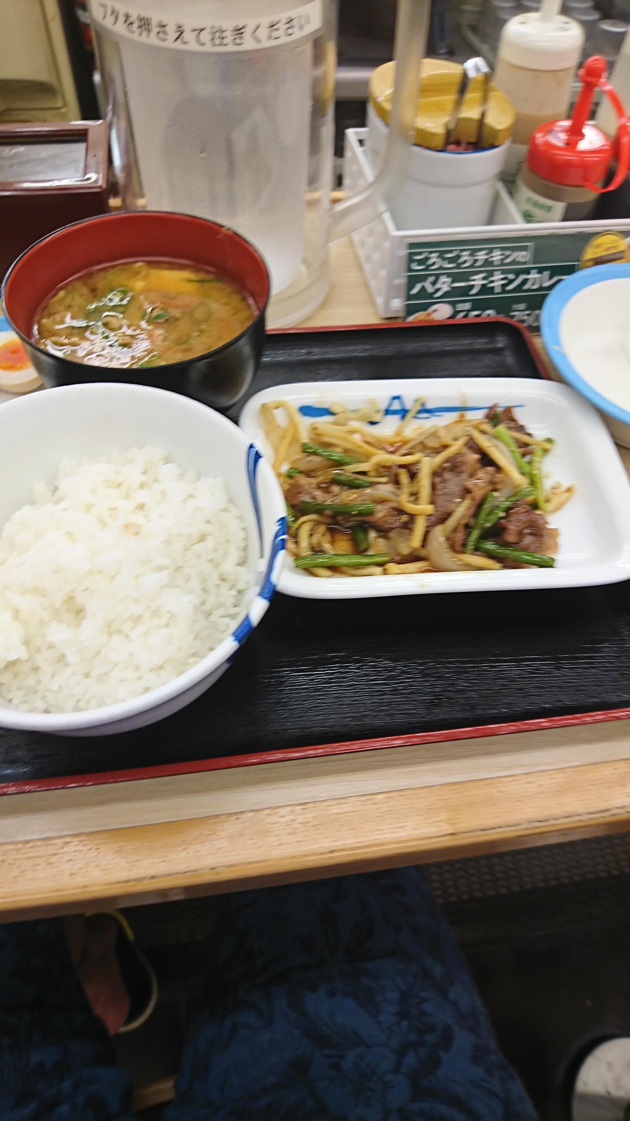 【画像】松屋で朝ごはん食べてるンゴ