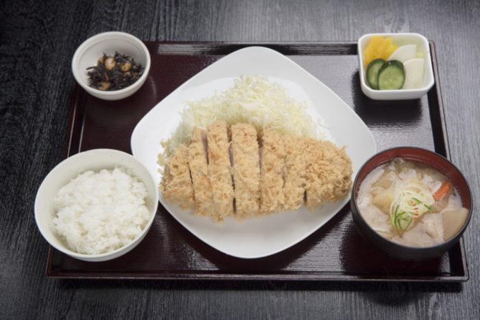 【画像】東京で一番行列ができるとんかつ屋さん(2950円)、めちゃくちゃ美味しそう
