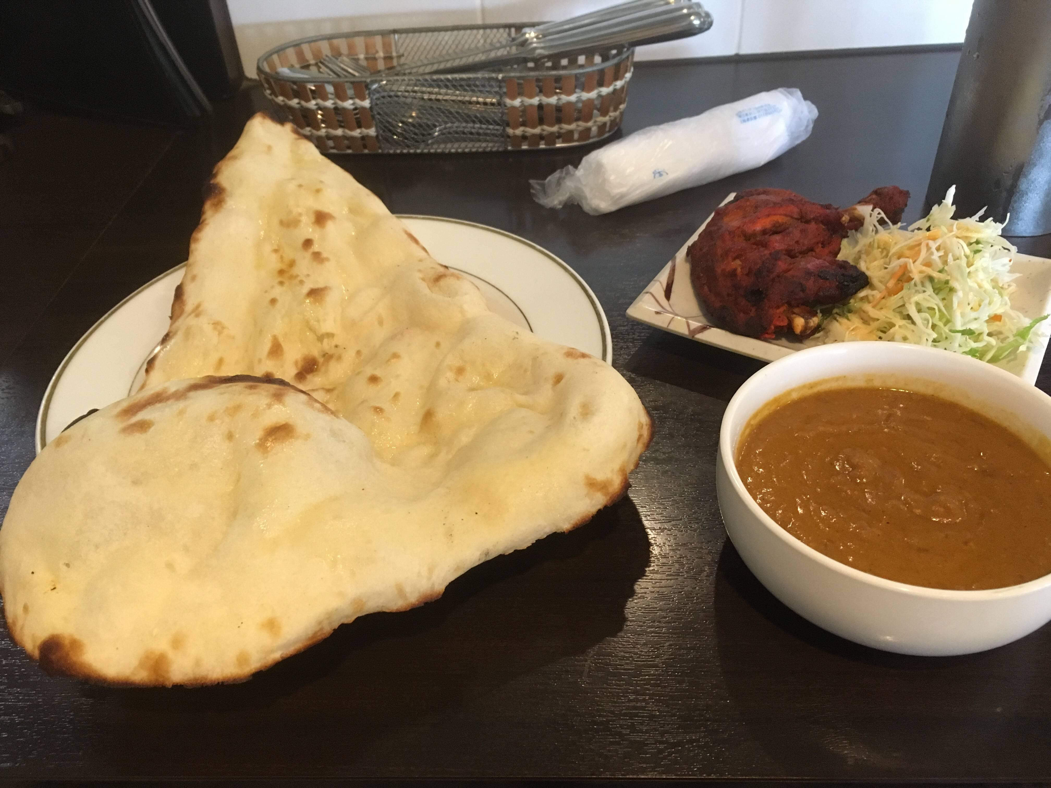 【画像】インド料理屋のナン、デカすぎる