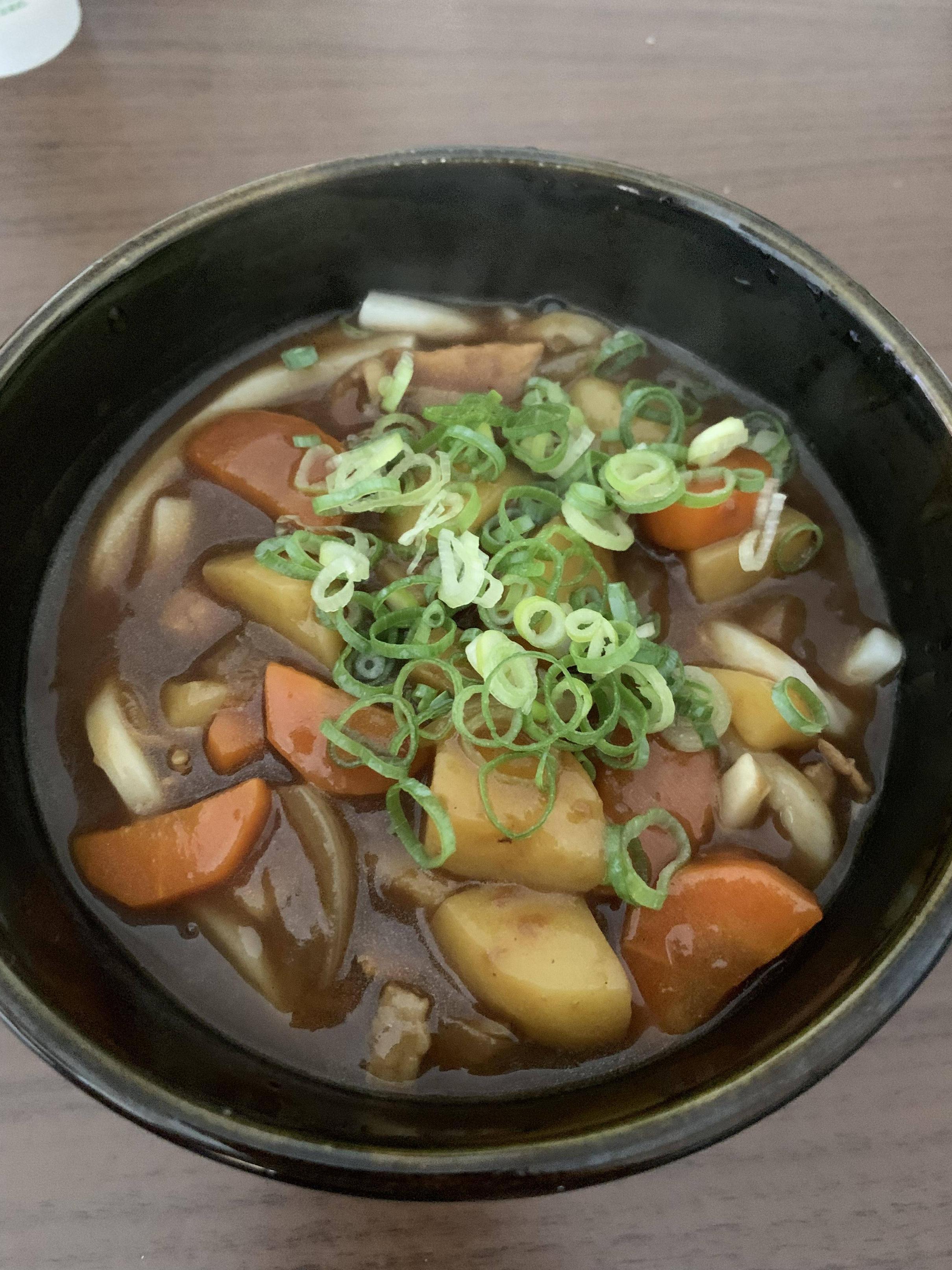 【画像有】ワイ、昼飯に最高のカレーうどんを作る