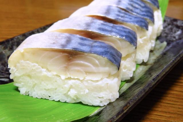 イキの良い鯖寿司が昼飯のヤツwww