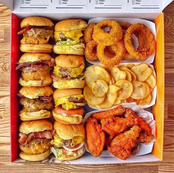 【画像】アメリカのでかいハンバーガー、廃れる