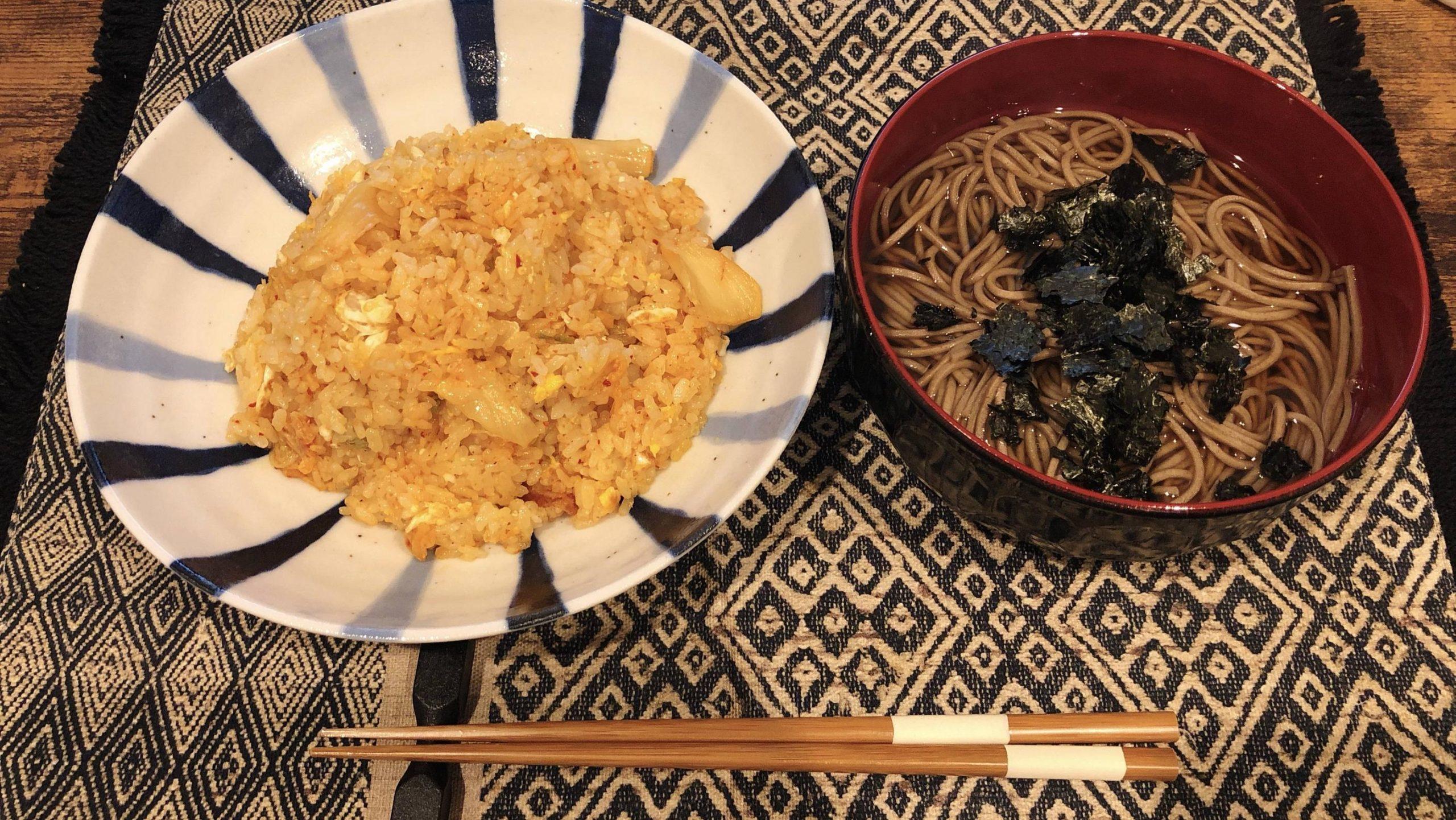 【画像】夜更かし僕の夜食「蕎麦とキムチチャーハン」wwwww