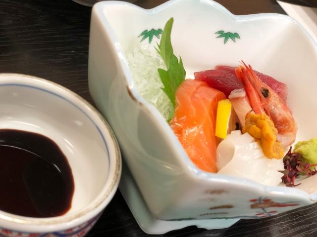 YOSHIKIが刺身を食べる→「わさびを醤油に溶くのはマナー違反ではないか」と炎上wwwwwwwwwwwwwwwwwww