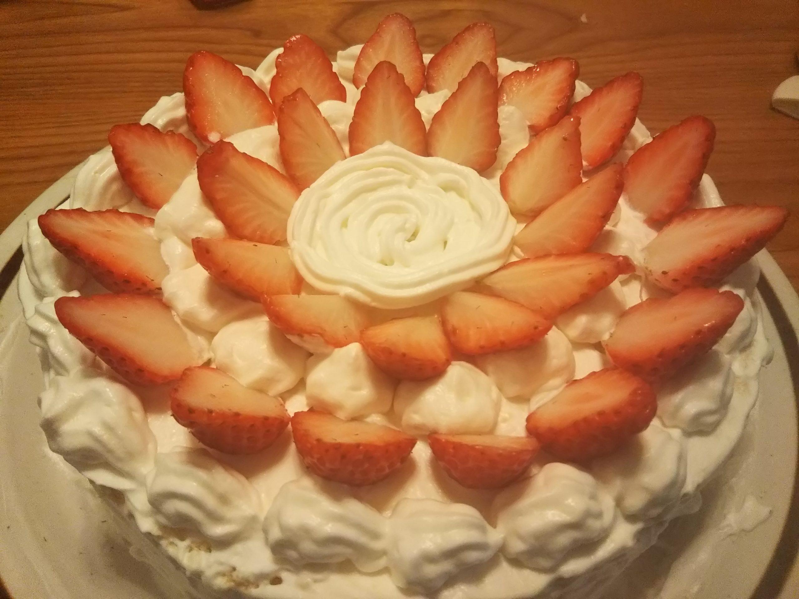 【朗報】ワイの作ったショートケーキ、美味すぎる