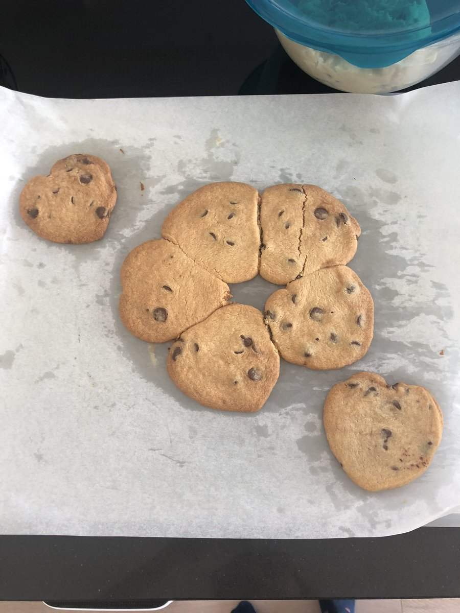 """宇多田ヒカル ロンドン""""自宅隔離""""で4歳の息子とクッキー作り"""