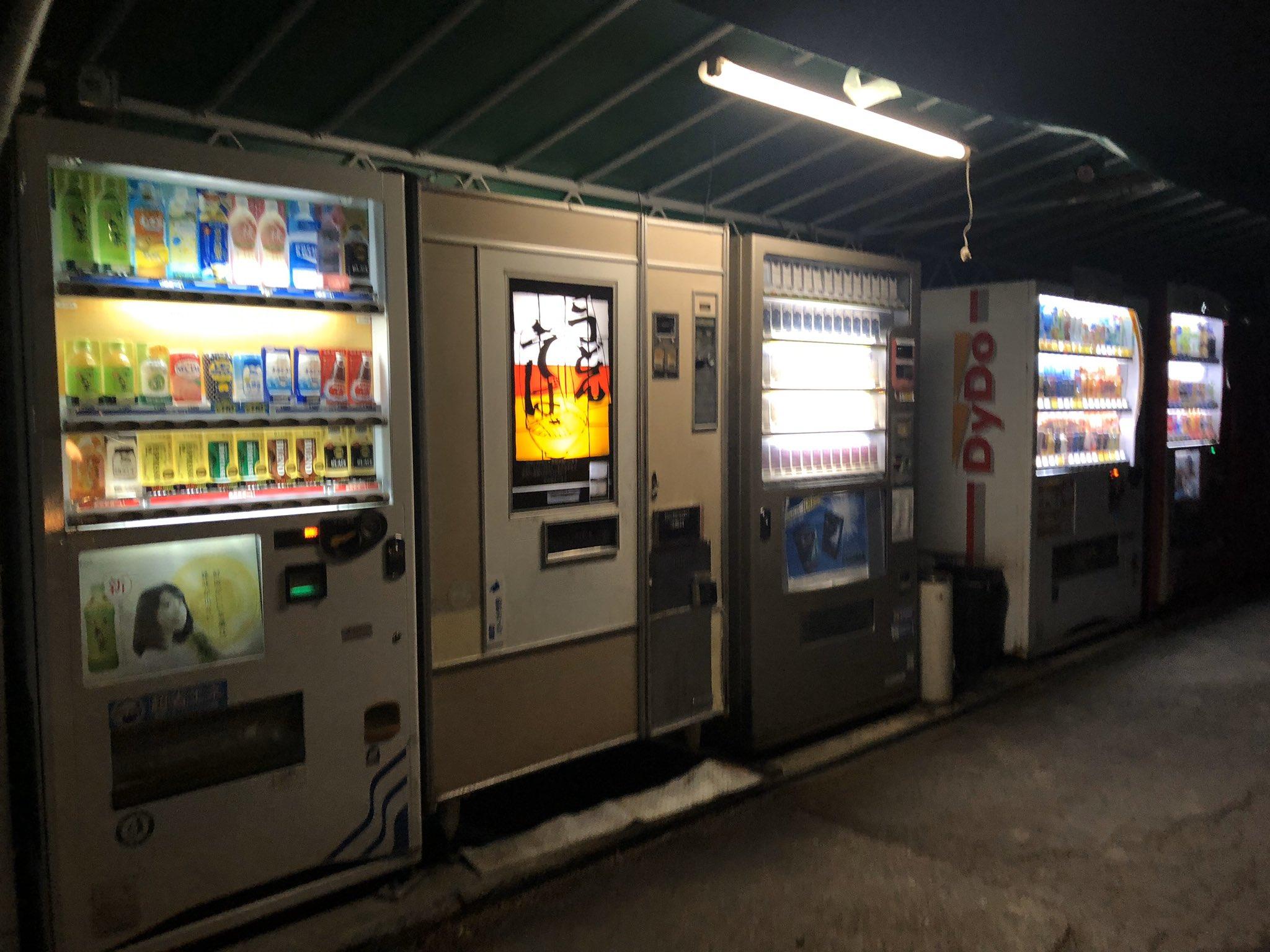 【画像】深夜の自販機そば250円の時間きたああああああああああwwwwwwwwwww
