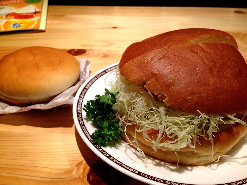 【画像有】コメダ珈琲のハンバーガー、デカすぎるwwr
