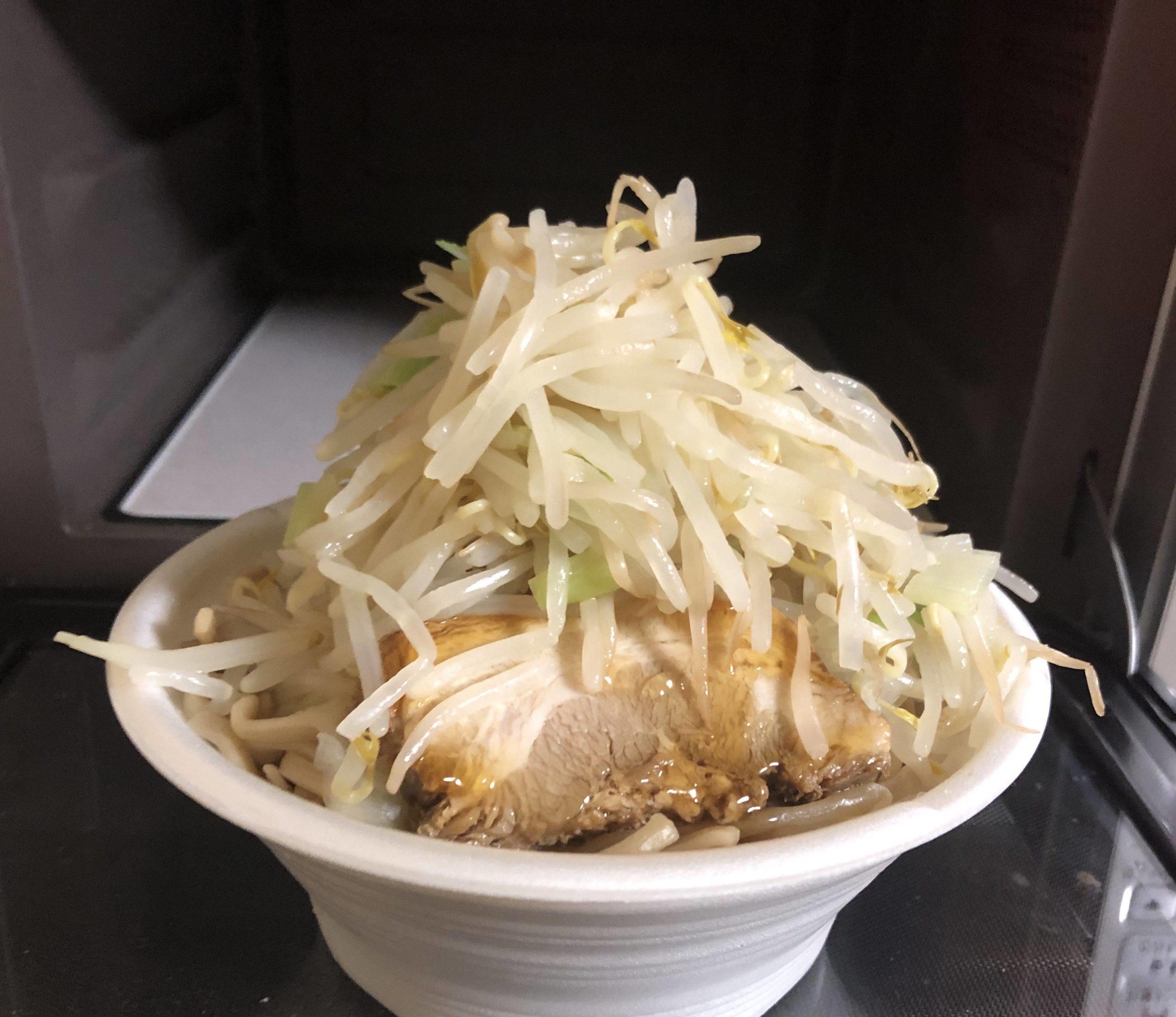 【画像】自作のラーメン二郎野菜マシマシできたぞー!!!wwwwwwwwwwwwwwwwww
