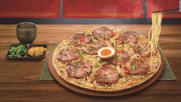 台湾ピザハット、「ラーメンピザ」を発表 世界初