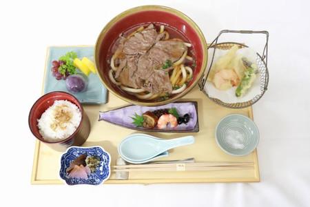 【王位戦】藤井聡太棋聖、昼は「神戸牛の肉うどん膳」