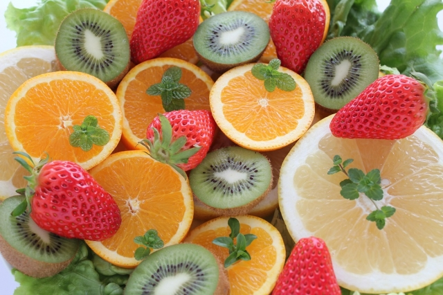果物(甘い、美味しい、低カロリー、健康に良い)←こいつを食べずにお菓子を食べる奴の目的wwww