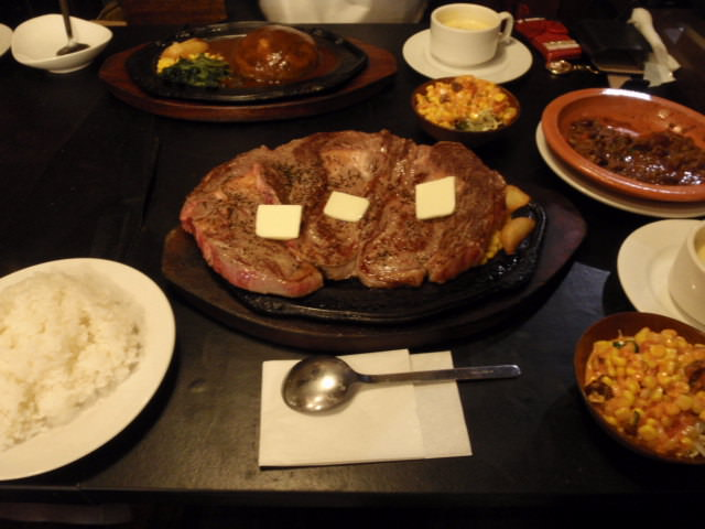 彡(^)(^)「1キロのステーキ?そんなん余裕や!」