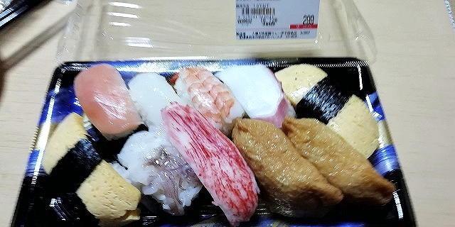 【画像】ラ・ムーに売ってる300円のパック寿司wwwwwwwwwwwwwww