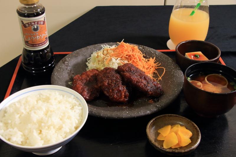 【竜王戦】羽生善治九段、美味しそうな味噌カツを食べる