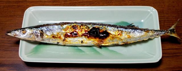 箸じゃない国って焼き魚どうやって食うの?