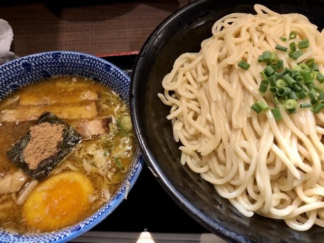 つけ麺のスープに浸した豚バラ肉ってめっちゃ美味いよな