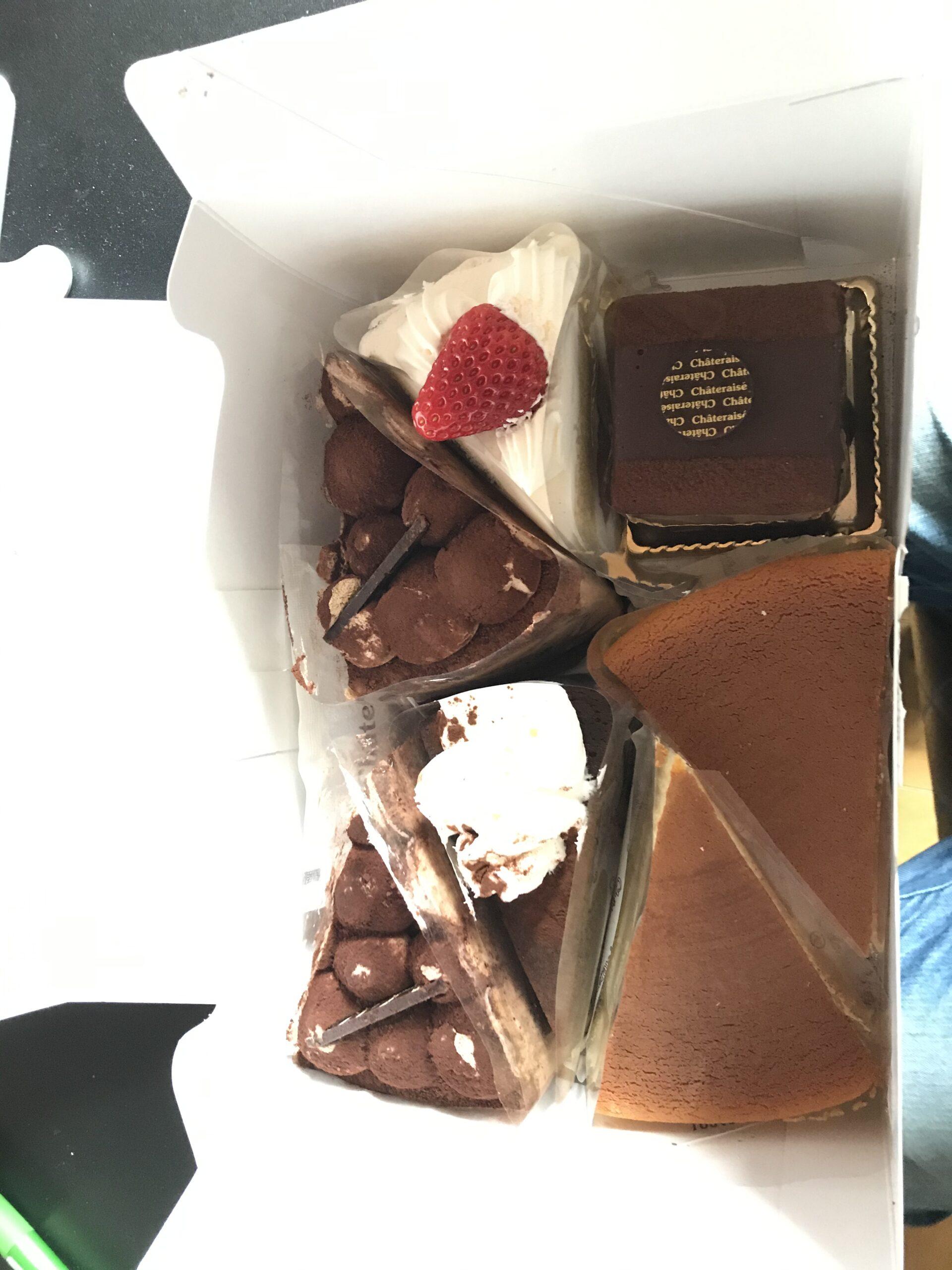 ケーキ>>2個買う    シャトレーゼのケーキ買ってきたぞ