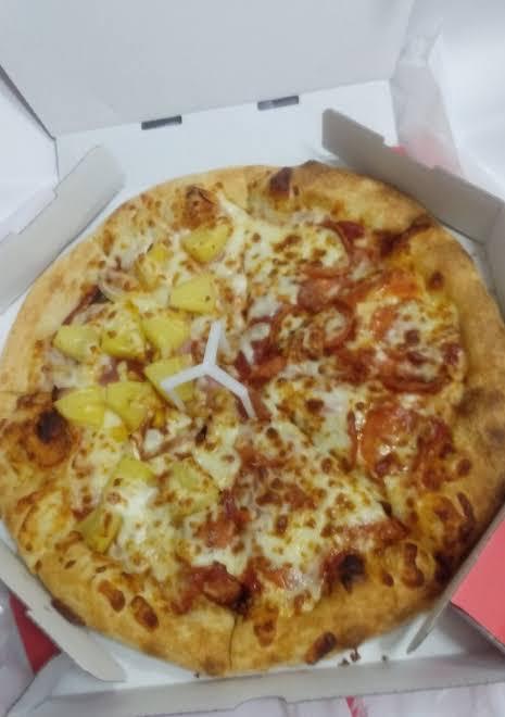 【画像】パイナップルのピザ、美味い
